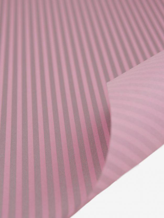 geschenkpapierbogen-altrosa-mit-streifen-silber