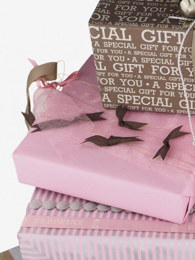 geschenkpapierverpackung-altrosa-uni