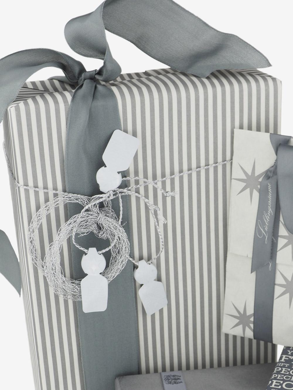 geschenkpapierverpackung-creme-mit-streifen-anthrazit