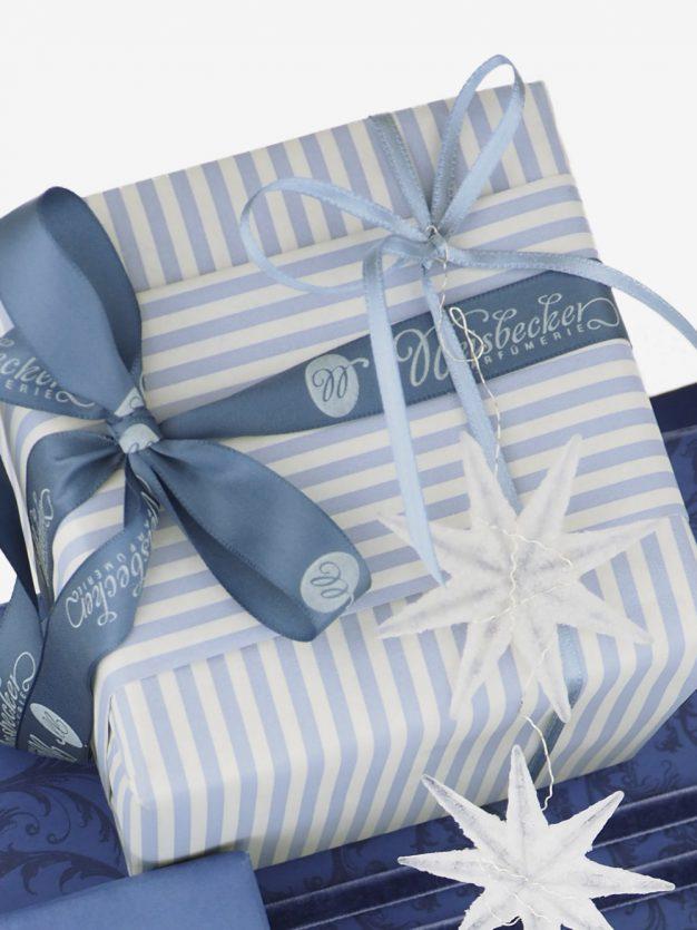 geschenkpapierverpackung-creme-mit-streifen-hellblau