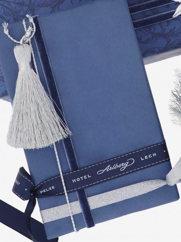geschenkpapierverpackung-graublau-uni