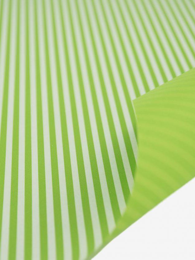 geschenkpapierbogen-creme-mit-streifen-hellgruen