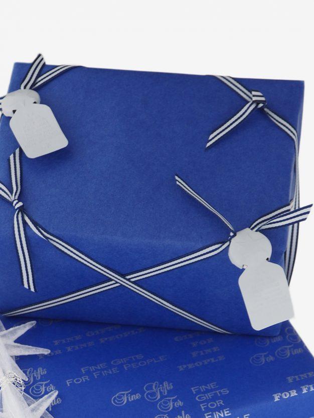 geschenkpapierverpackung-kobaltblau-uni