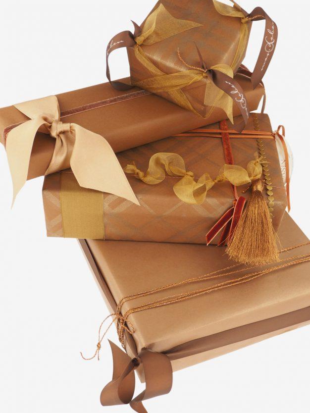 geschenkpapierpaeckchen-kupfer-uni