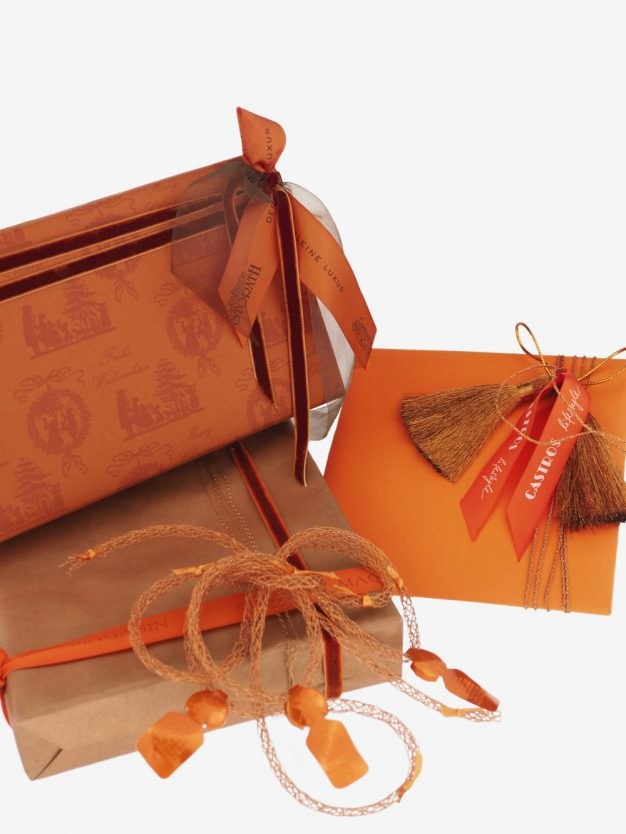 geschenkpapierpaeckche-orange-uni