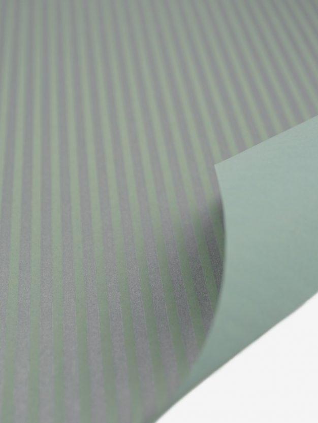 geschenkpapierbogen-pastellgruen-mit-streifen-silber