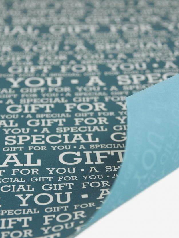 geschenkpapierbogen-petrolgruen-mit-special-gift-creme