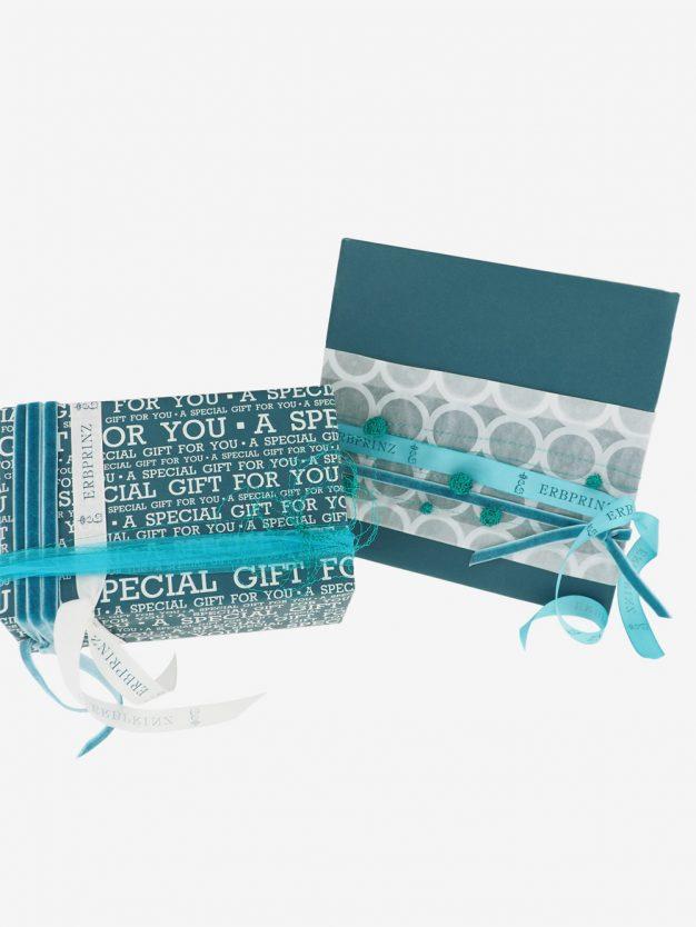 geschenkpapierpaeckchen-petrolgruen-mit-special-gift-creme