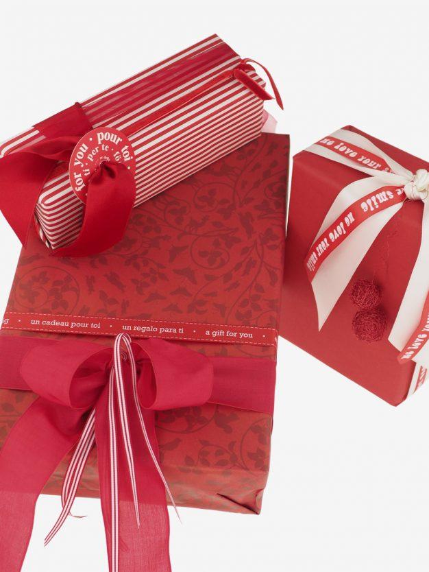 geschenkpapierpaeckchen-creme-mit-streifen-rot