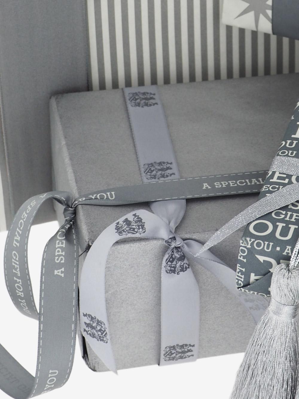 geschenkpapierverpackung-silber-uni