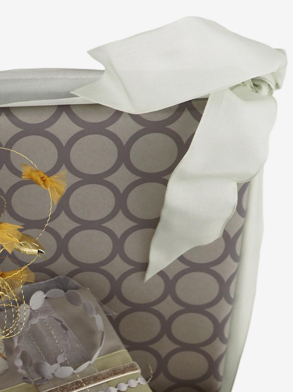 geschenkpapierverpackung-taupe-mit-ringe-grau