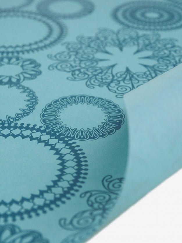 geschenkpapierbogen-tuerkis-mit-ornamente-dunkeltuerkis