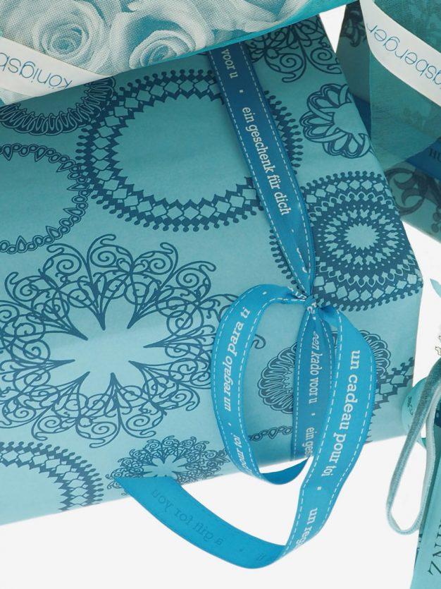 geschenkpapierverpackung-tuerkis-mit-ornamente-dunkeltuerkis