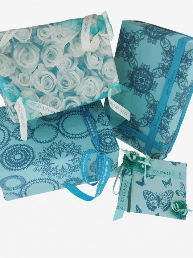 geschenkpapierpaeckche-tuerkis-mit-ornamente-dunkeltuerkis