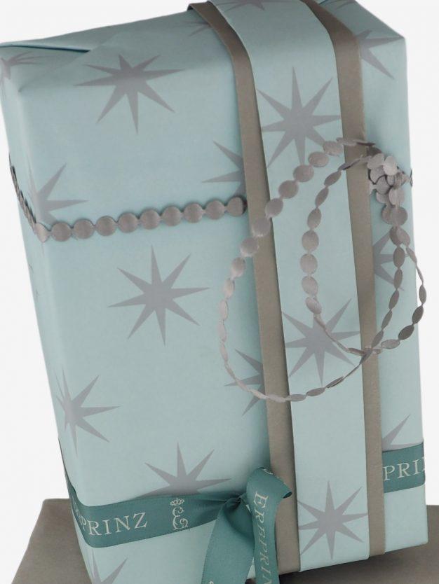 geschenkpapierverpackung-tuerkis-mit-sterne-grau