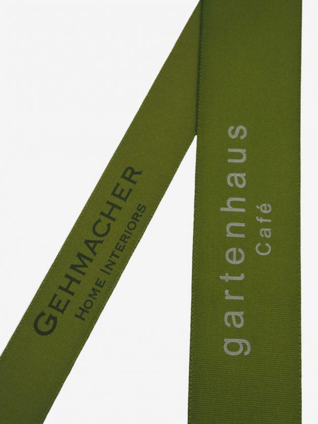 geschenkband-bedruckt-mit-firmenlogo-olivgruen