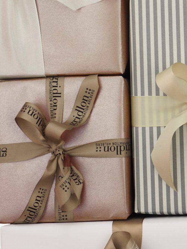 geschenkpapierverpackung-perlglanz-uni