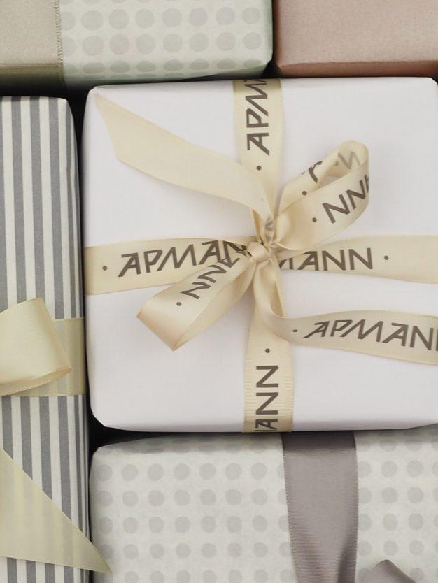 geschenkpapierverpackung-weiss-uni
