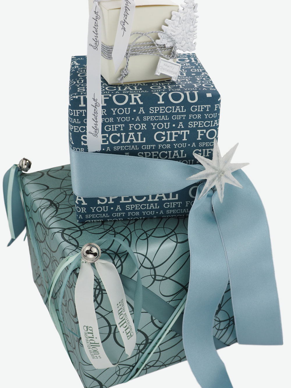 geschenkpapierpaeckchen-tuerkis-mit-ovale-dunkelgruen