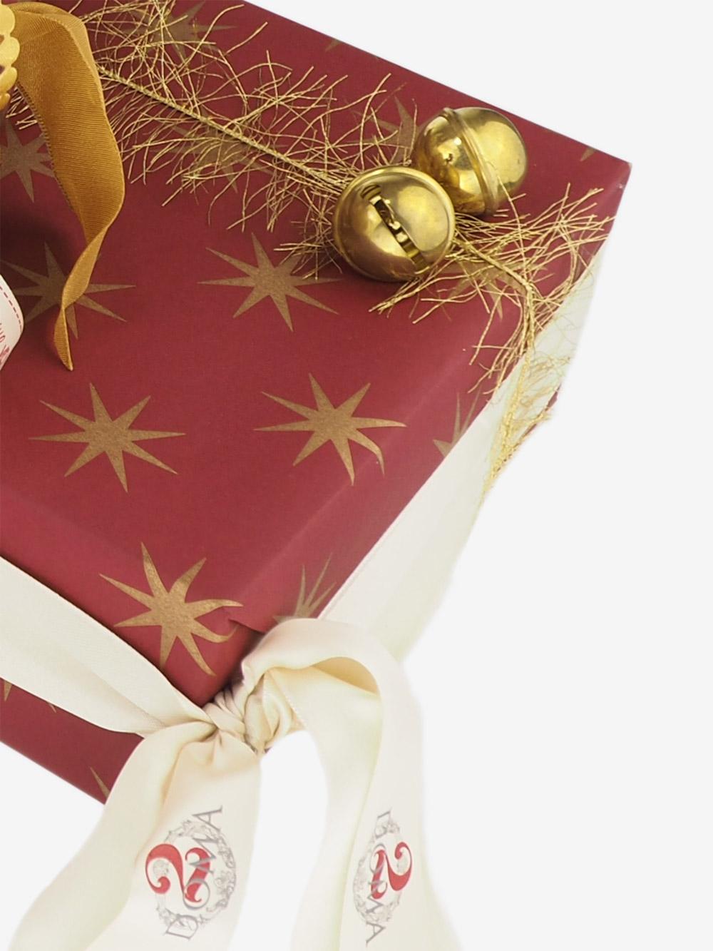 geschenkpapierverpackung-dunkelrot-mit-sternen-gold