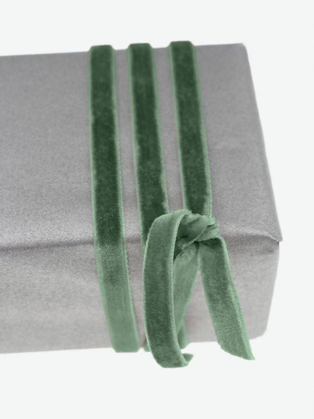 geschenkband-samt-gewebt-altgruen-schimmernd-hochwertig