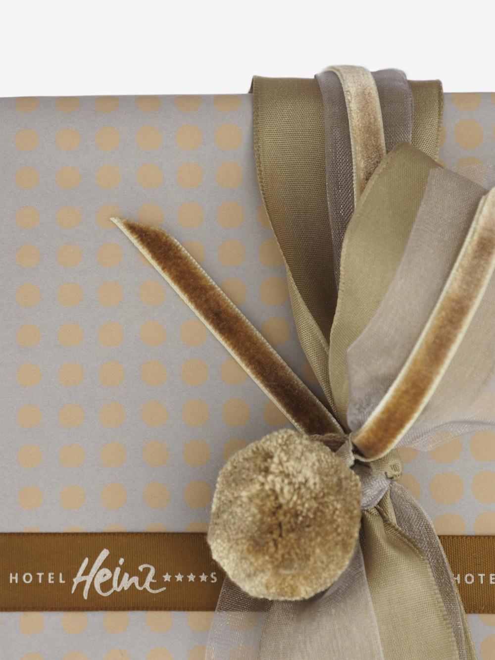 Geschenkpapier; punkte; sand